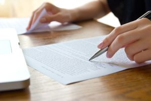 Forensic Document Examiner vs. Graphologist